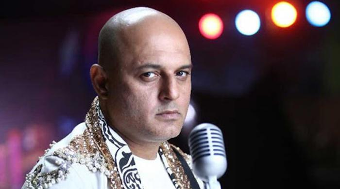 ہمیں ہر فنکار کے گانوں کا خیر مقدم کرنا چاہیے: علی عظمت