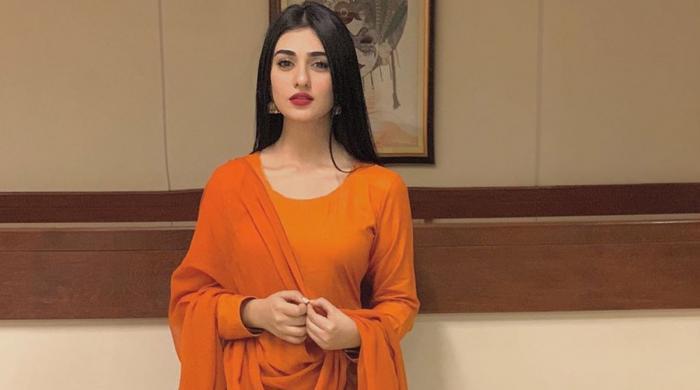 ساتھی اداکار کا سارہ خان کے لیے 'گانے' کا تحفہ