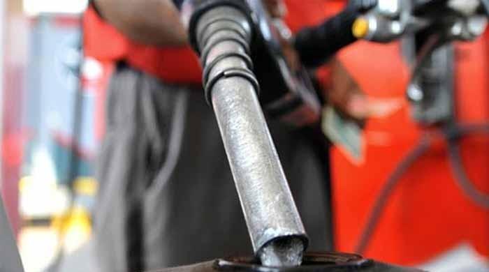 پٹرولیم مصنوعات کی قیمتوں میں 7 روپے تک کمی کی سفارش