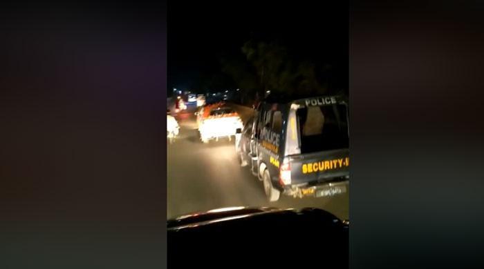 سندھ پولیس کی گاڑیاں دولہا کو پروٹوکول دینے کیلئے استعمال ہونے لگیں