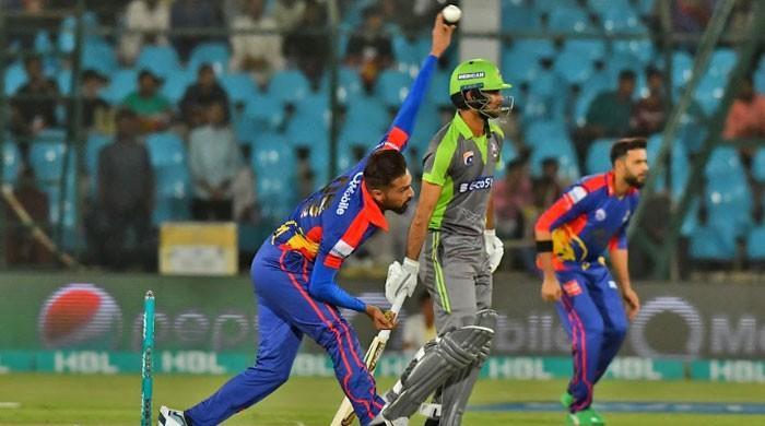 کراچی کنگز نے لاہور قلندرز کو 10 وکٹوں سے شکست دے دی