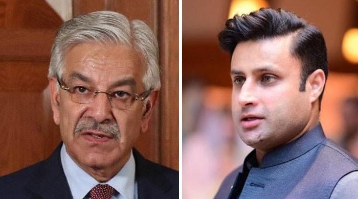 زائرین کو پاکستان لانے کا الزام، زلفی بخاری کا خواجہ آصف کیخلاف مقدمے کا اعلان