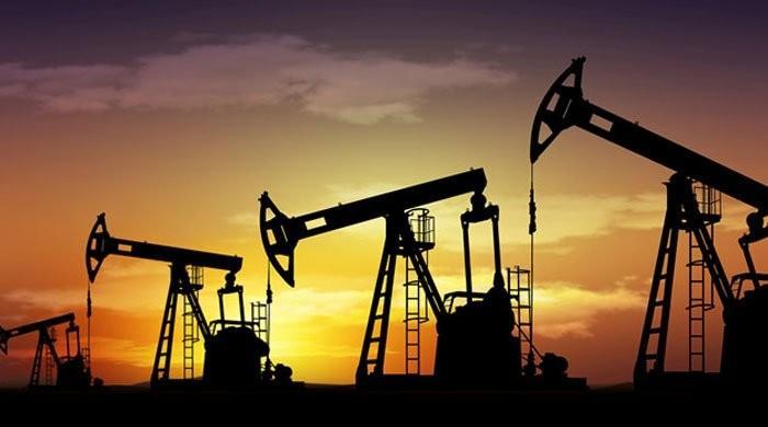 قیمتوں میں ریکارڈ کمی کے باوجود سعودی عرب کا تیل کی پیداوار بڑھانے کا اعلان