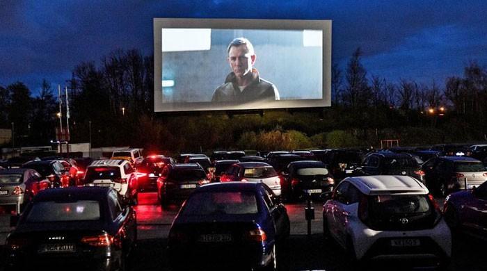لاک ڈاؤن: گاڑی میں بیٹھ کر آئیں اور فلم دیکھیں