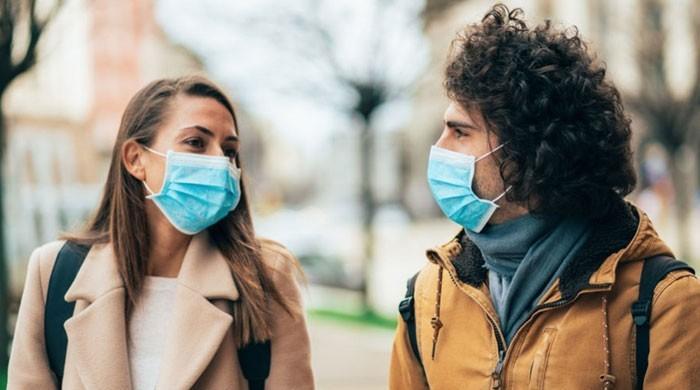 خبردار !کورونا وائرس بات چیت اور سانس لینے سے بھی پھیل سکتا ہے