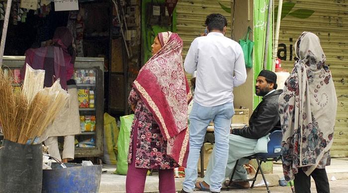 کراچی: مستحقین کی آڑ  میں لٹیرے راشن لیکر فروخت کرنے لگ گئے
