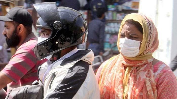 کراچی میں خواتین کو موٹر سائیکل پر سفر کی اجازت مل گئی