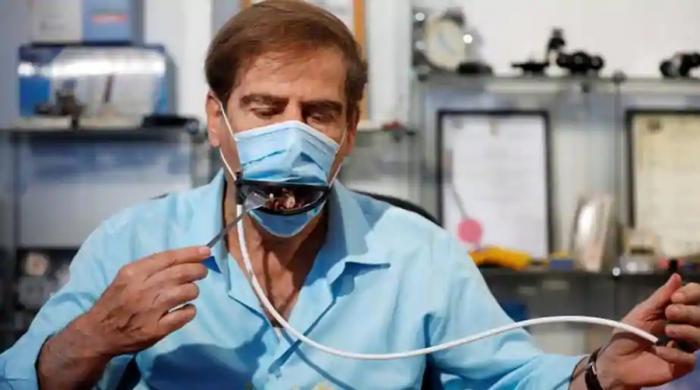 اب ریموٹ سے کنٹرول ہونے والے ماسک کے ساتھ باآسانی کھانا بھی کھائیں