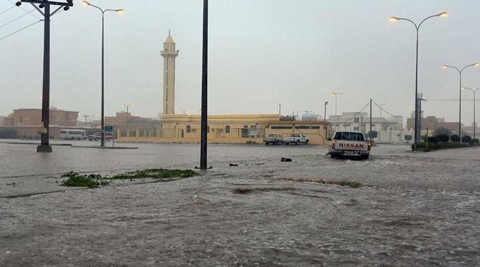 سعودی عرب کےعسیر ریجن میں طوفانی بارش، سیلابی ریلے میں بہہ کر 2 افراد ہلاک
