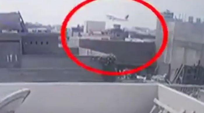 کراچی طیارہ حادثہ: ائیر ٹریفک کنٹرولر کی مبینہ غفلت بھی سامنے آگئی