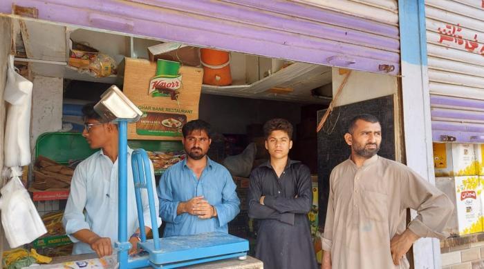 کراچی: کریانہ اسٹور پر ڈکیتی کی کوشش ناکام، دکاندار کی فائرنگ سے ڈاکو ہلاک