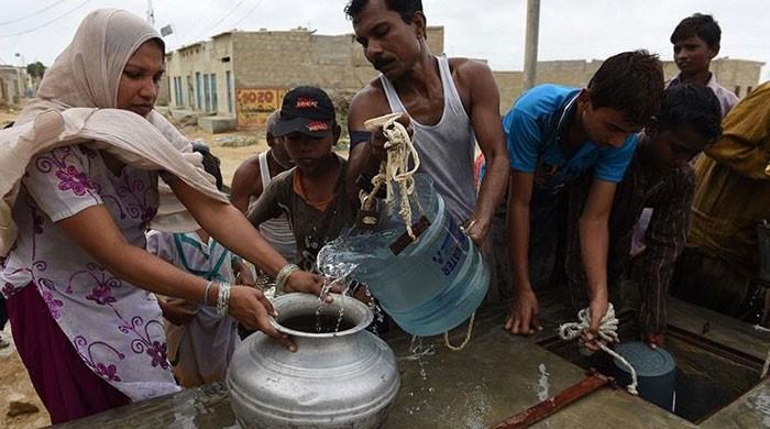 کراچی کے متعدد علاقوں میں پانی کی شدید قلت، شہری سخت پریشان