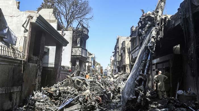 طیارہ حادثہ: کاک پٹ وائس ریکارڈرکی تلاش کا دائرہ وسیع، عمارتوں کی انسپیکشن بھی ہوگی