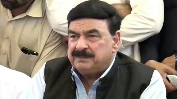 وزیراعظم ہدایت دیں تو مزید ٹرینیں چلاسکتے ہیں، شیخ رشید