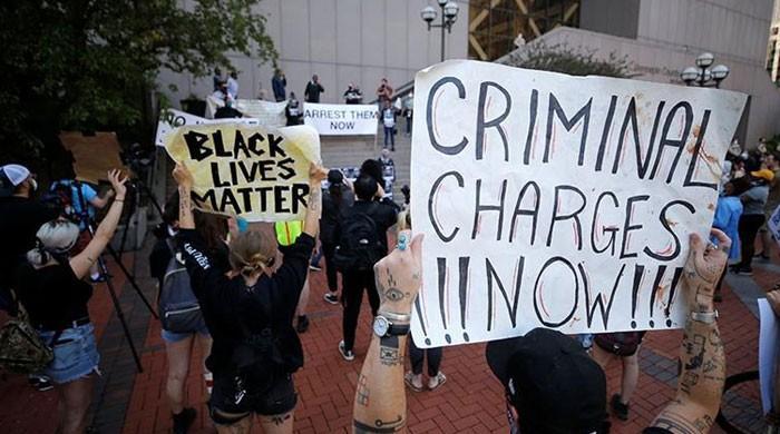 امریکا میں سیاہ فام شخص کی ہلاکت کیخلاف مظاہرین مشتعل، 6 ریاستوں میں کرفیو نافذ