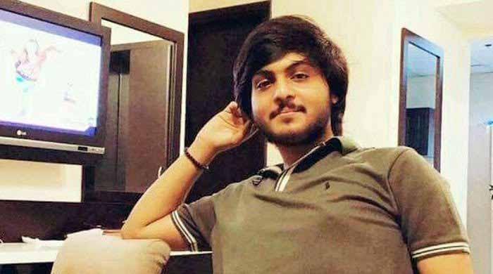 پولیس فائرنگ سے جاں بحق نوجوان انتظار کے گھر ڈکیتی کی واردات