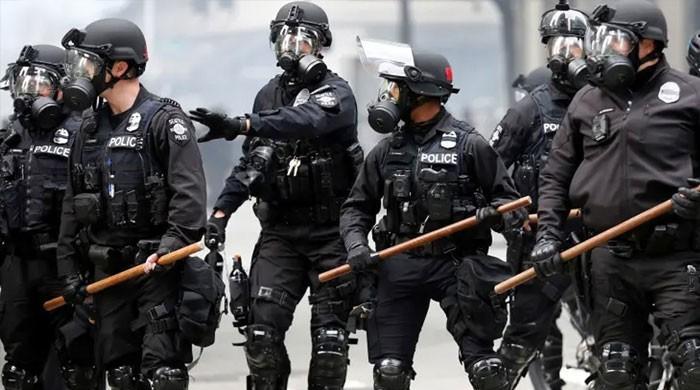 نیویارک پولیس کے 55 افسران 2 ساتھیوں کی معطلی کے بعد احتجاجاً مستعفی