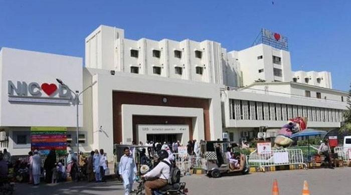 کراچی: این آئی سی وی ڈی میں سی ٹی ڈی اہلکار کی فائرنگ سے ڈاکٹر زخمی