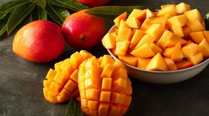کیا آپ پھلوں کے بادشاہ آم کے یہ خاص فائدے جانتے ہیں؟