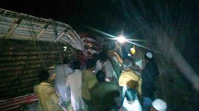 مری اور چارسدہ میں ٹریفک حادثات، 10 افراد جاں بحق