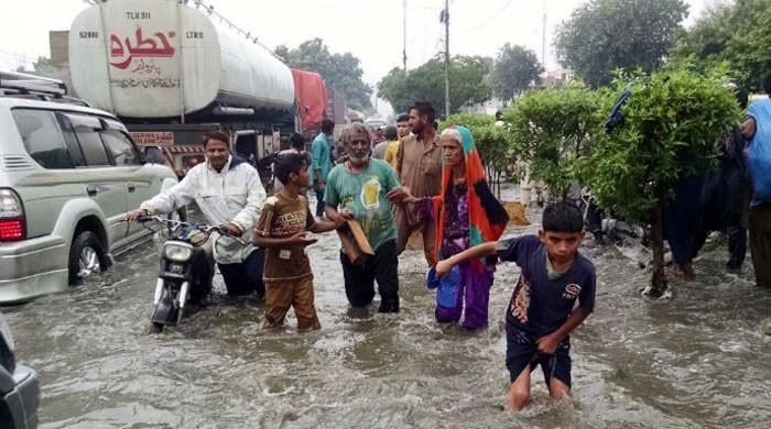 کراچی میں مون سون کی پہلی بارش 5 افراد کی جان لے گئی