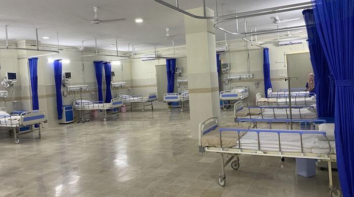 کراچی میں کورونا کے 2 نئے اسپتال عملے کی کمی کے باعث مکمل فعال نہ ہوسکے