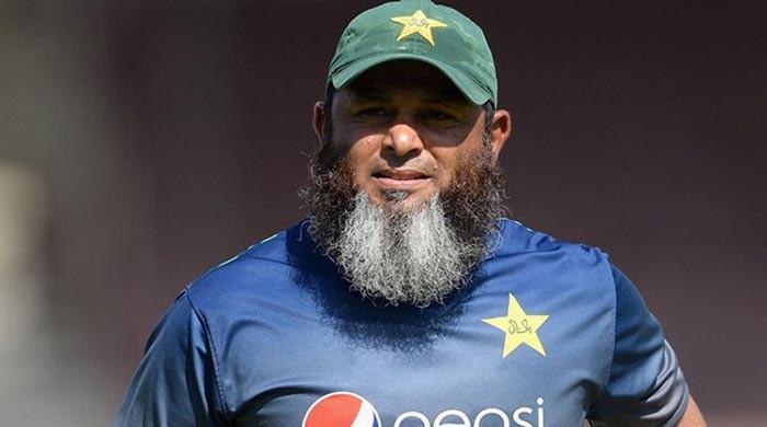کھلاڑیوں کو ایک دوسرے کی حوصلہ افزائی خود کرنی ہے: مشتاق احمد