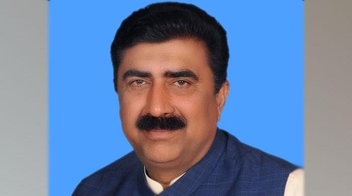 پی ٹی آئی کے رکن اسمبلی احمد حسین کو شاہ محمود پر الزامات لگانا مہنگا پڑگیا