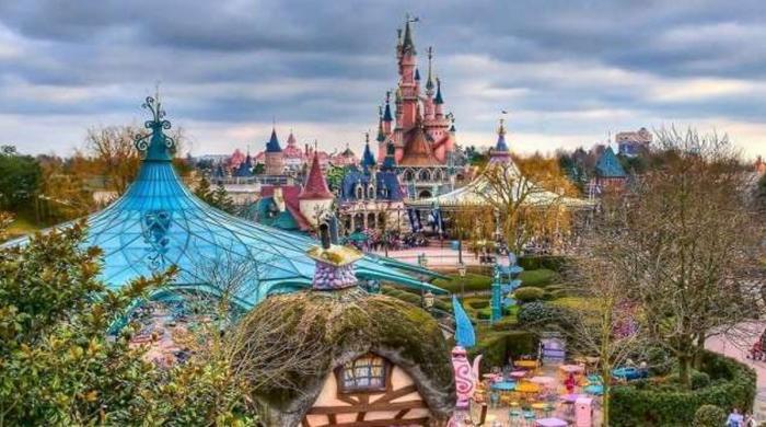 پیرس میں ڈزنی لینڈ کھولنے کا اعلان