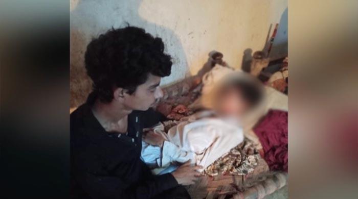 علاج کیلئے جعلی پیر نے کمسن لڑکے کو دہکتے کوئلوں پر پر رکھ دیا، لڑکا جاں بحق