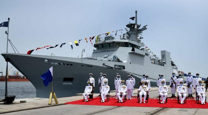 جدید ہتھیاروں سے لیس جنگی جہاز 'یرموک' کی پاک بحریہ کے بیڑے شمولیت
