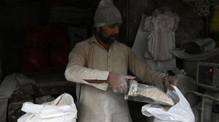 کراچی کے بعد اندرون سندھ کے دیگر شہروں میں بھی آٹا مہنگا