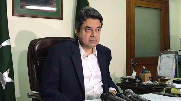 سابق وزیر قانون فروغ نسیم اب بھی وزیر قانون کے دفتر میں بیٹھتے ہیں
