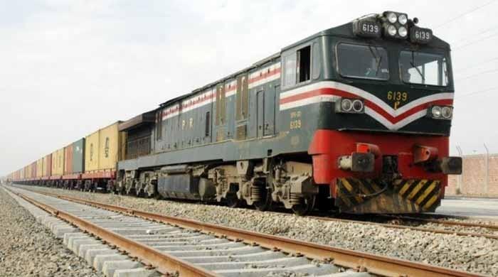 ریلوے 2 سال میں شدید مالی بحران کا شکار، 9 ارب روپے کا خسارہ بڑھ گیا