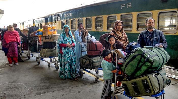 تقریباً ایک سال سے پاک بھارت ٹرین، بس سروس کی بندش سے عوام پریشان