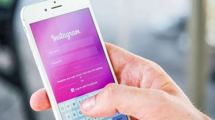 'انسٹاگرام مسلسل آپ کے فون کا کیمرہ استعمال کر رہا ہے'