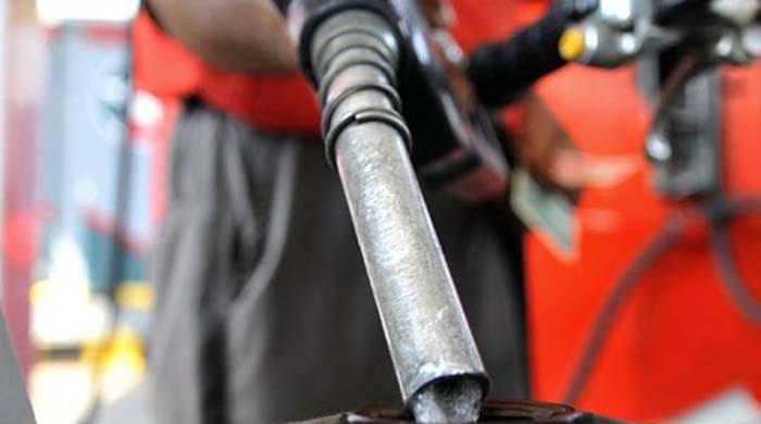 پیٹرولیم مصنوعات کی قیمتوں میں اضافے کی سمری وزارت خزانہ کو ارسال