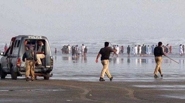 کراچی سمیت سندھ بھر میں ایک ماہ تک سمندر اور دریا میں نہانے پر پابندی عائد
