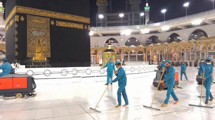حج کے دوران مسجد الحرام کی روزانہ 54 ہزار لیٹر جراثیم کش محلول سے صفائی