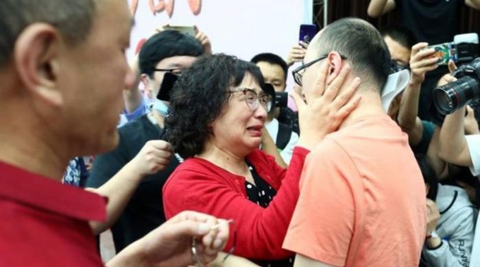32 سال قبل اغوا ہونیوالا بیٹا بلآخر اپنی ماں سے جا ملا