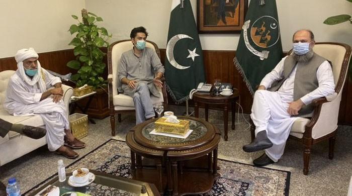 وزیراعلیٰ بلوچستان کا واسو کو 3 لاکھ کا امدادی چیک، گھر بھی دینے کا وعدہ