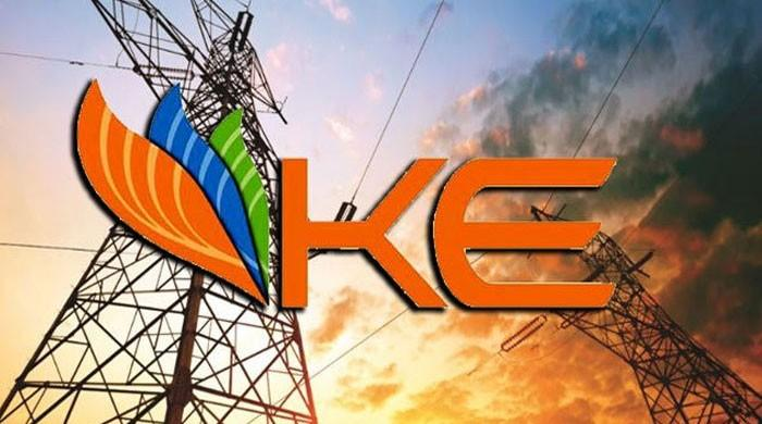 لوڈشیڈنگ سے پریشان کراچی والوں کیلئے بجلی مزید مہنگی کرنے کی تیاریاں