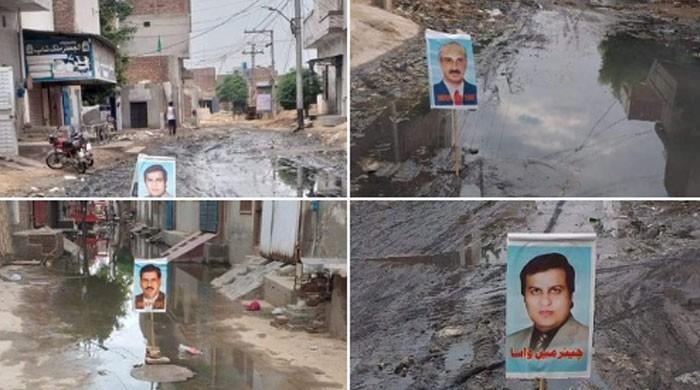 فیصل آباد میں سیوریج کا نظام تباہ، شہریوں نے گٹروں پر منتخب اراکین کی تصاویر لگا دیں