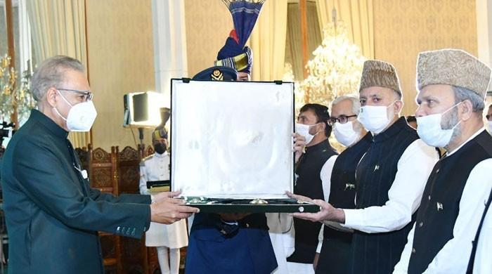 صدر مملکت نے سید علی گیلانی کو نشانِ پاکستان ایوارڈ سے نواز دیا