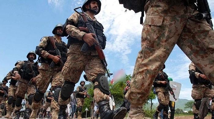 'پاکستان میں امن اور کورونا کے کنٹرول ہونے کے پیچھے وردی ہے'