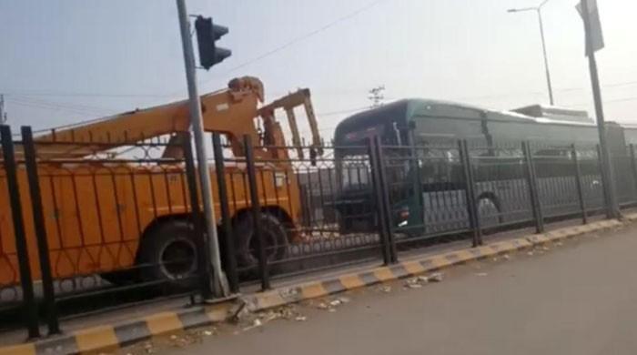 افتتاح کے دوسرے ہی روز پشاور بی آر ٹی کی بس خراب ہوگئی