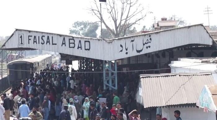 فیصل آباد ریلوے اسٹیشن گندگی کا ڈھیر بن گیا، شہریوں کو مشکلات کا سامنا