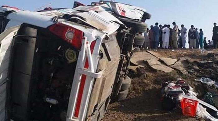 گوجرہ کے قریب ٹریفک حادثے میں ایک ہی خاندان کے 5 افراد جاں بحق