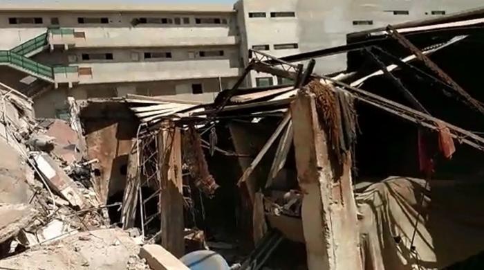 کراچی: سائٹ ایریا میں فیکٹری کی چھت گرگئی، متعدد افراد ملبے تلے دب گئے