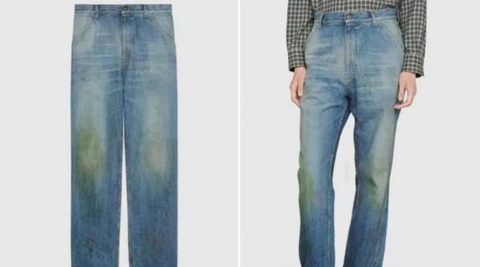 گھاس کے دھبوں والی جینز کی قیمت جان کر آپ حیران رہ جائیں گے